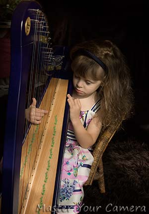 girl-playing-harp